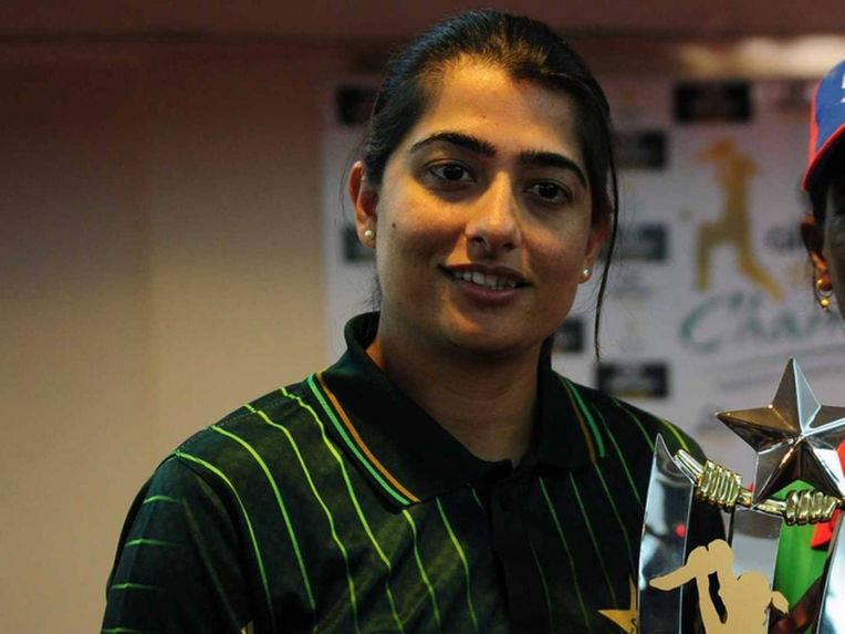 Mahendra Singh Dhoni my Favourite But Virat Kohli Mr Popular in Team, Says Pakistan Women's Captain