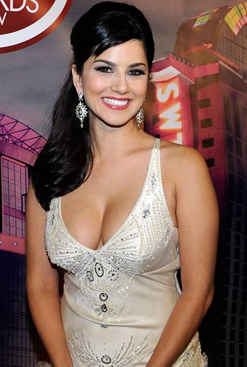 Sunny Leone Denies Putting No-Kissing Clause in Film Contracts